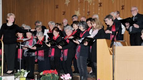 Die Chorgemeinschaft Concordia Ay unterhielt bei ihrer Weihnachtsfeier mit Gesang und Texten zur Adventszeit.