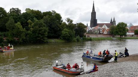 An dem Sucheinsatz waren Wasserwacht, DLRG, THW und Polizei beteiligt. Einen Teil der Kosten muss eine 31-Jährige nun bezahlen.