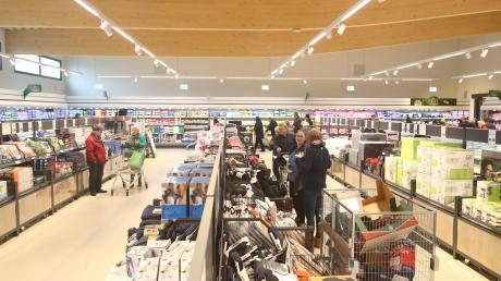 Der neue Lidl in Senden ist moderner als die alte Filiale. Mit breiteren Gängen und niedrigen Regalen will sich das Unternehmen an das neue Einkaufsverhalten anpassen, sagen Sprecher.