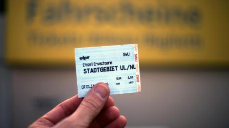 Einzelfahrscheine könnten teurer werden, Abos billiger – oder kommt statt einer günstigen 365-Euro-Jahreskarte eine Mobil-Flat für Ulm?