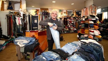 Emilio De La Torre Grau hört auf. Jeans gibt es ab Mitte des Jahres nicht mehr in der Augsburger Straße in Neu-Ulm zu kaufen. Ende Juli ist Schluss. Das Schwestergeschäft in der Ulmer Herrenkellergasse bleibt erst mal bestehen.