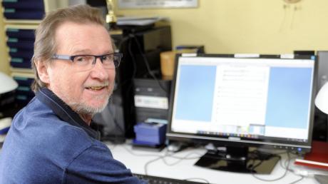 Es muss nicht immer Notenpapier sein: Sepp Meixner tüftelt auch im Ruhestand an musikalischem Material an seinem Computer.