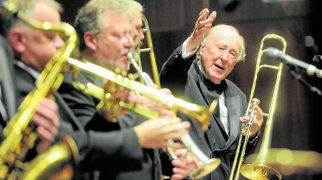 Jazz-Posaunist Chris Barber (linkes Bild) trat oft mit seiner Big Band in Ulm auf und gleich mehrmals beim Theaterball. Er blickt gerne auf diese besonderen Galaabende zurück.