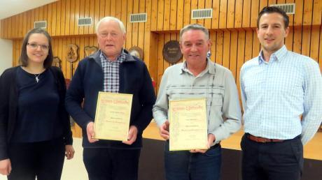 Die Musikkapelle Steinheim hat wieder zwei neue Ehrenmitglieder. Auf unserem zu sehen sind: (von links) die stellvertretende Vorsitzende Corina Hauff, Walter Schweitzer, Fritz Schaber und der Vorsitzende Johannes Stern.