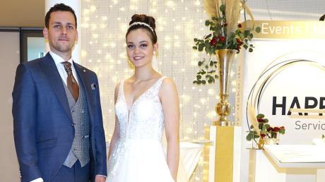 So sieht ein perfektes Brautpaar aus: Tobias und Theresa präsentieren die neuesten Trends.