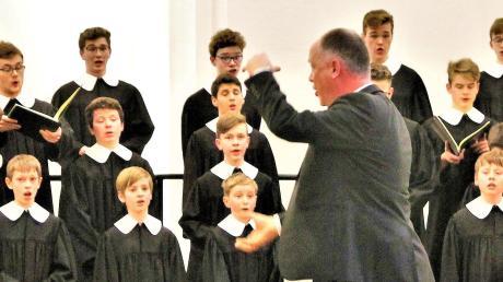Martin Lehmann dirigiert den Windsbacher Knabenchor.