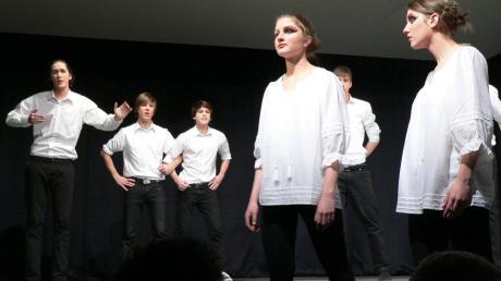 """Die Gruppe """"Bertha.von"""" bei den Theatertagen der bayerischen Gymnasien."""
