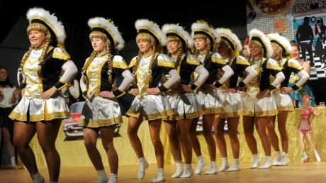 Die Sendener Elfergarde besteht aus Tänzerinnen im Namen Ihrer närrischen Majestäten. Nina Rosenberger (links) leitet die Truppe an.