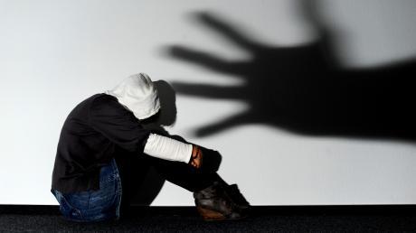 Je näher sich Täter und Opfer einer Vergewaltigung stehen, desto seltener kommt es zu einer Anzeige.