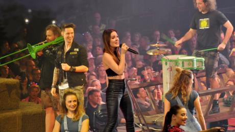 """Das """"Schlagerfest XXL"""" brachte die Ratiopharm-Arena zum kochen: """"Die Draufgänger"""" sangen """"Cordula Grün""""."""