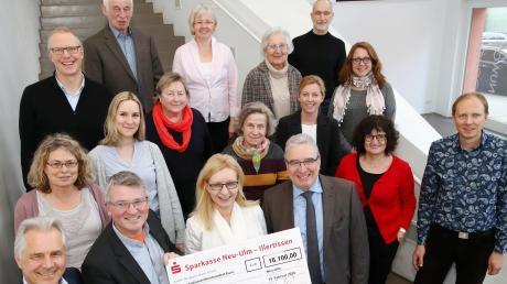 """Die """"Stiftung Neu-Ulm – Helfen mit Herz"""" hat dieses Mal zwölf Projekte mit insgesamt 16100 Euro unterstützt."""