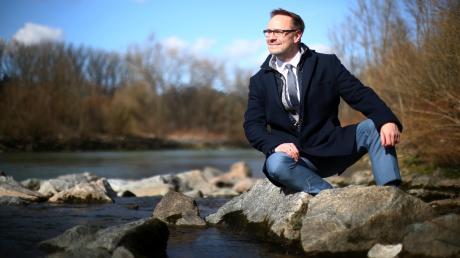Zur Iller hat Landrat Thorsten Freudenberger schon von Kindesbeinen an ein besonderes Verhältnis: Damals als Ort zum Baden, heute eher als Naturraum zum Joggen – und um eine Auszeit in der Natur zu genießen. Er sieht den Fluss als Symbol für die Verbindung zwischen Baden-Württemberg und Bayern in der Region.