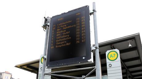 Auch an den Pfaffenhofer Haltestellen werden die ankommenden Busse künftig womöglich digital angezeigt.