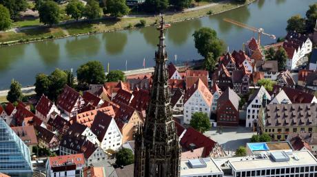 Ulm und Neu-Ulm gilt auch in China als attraktiv: Mit 8325 Übernachtungen sind Gäste aus dem Land der Mitte in der Top-Ten des Besucherrankings. Die Schweizer tätigen die meisten Übernachtungen in der Zweilandstadt. Dann folgen die Niederlande und Italien vor Österreich.