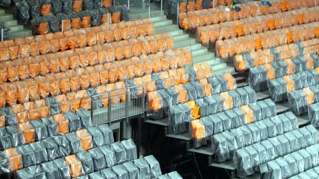 Eingemottet. Vor der Eröffnung der Ratiopharm-Arena verschwanden die Stühle unter Kunststofffolien. Wenn jetzt Geisterspiele anstehen bleiben die Sitze wieder leer.