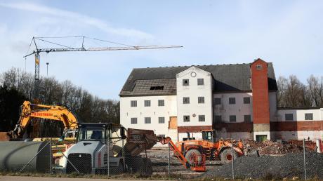Die Gebäude der ehemaligen Spinnerei müssen für neue Mehrfamilienhäuser weichen. Ob der Investor bei zukünftigen städtischen Ausgaben für die Infrastruktur mitzahlt, wird derzeit verhandelt.