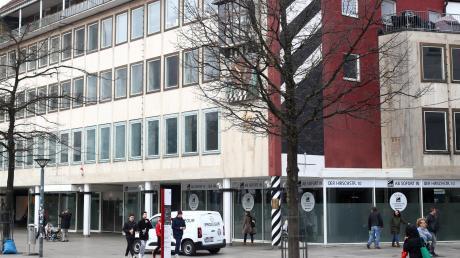 Seit über 140 Jahren ist das Traditionskaufhaus Abt in Ulm ansässig. Am alteingesessenen Standort am Münsterplatz soll ein Hotel entstehen. Abt ist jetzt im Ex-K&L Ruppert in der Hirschstraße zu finden.