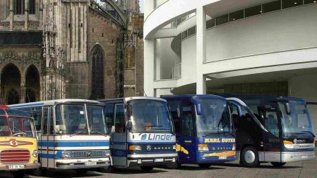 Die Entwicklung von Setra-Bussen im Laufe der Jahrzehnte. Vor 25 Jahren übernahm Daimler die Marke.