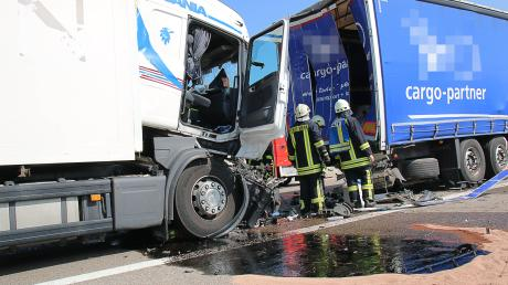 Es passierte im Stau: Ein Lastwagen ramme am heutigen Donnerstag auf der A8 einen anderen Lkw