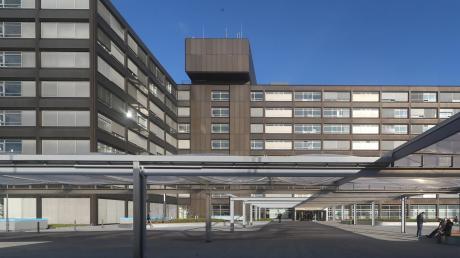 Eine Mitarbeiterin des Bundeswehrkrankenhauses Ulm ist mit dem Coronavirus infiziert.