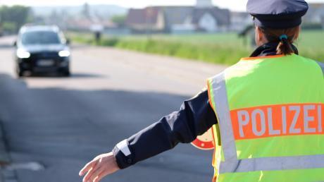 In Bayern und Baden-Württemberg gelten derzeit strenge Regeln: Jeder sollte zu Hause bleiben. Die Polizei kontrolliert stichprobenartig, Verstöße können einen teuer zu stehen kommen.