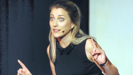 Kabarettistin Kathi Wolf aus Weißenhorn nimmt die erzwungene Bühnenpause relativ gelassen.