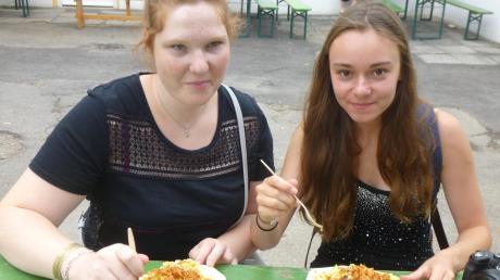 Manon Christoph, die schon mehrmals in Ulm zu Gast war, und Ariane Quelquejeu lieben Kässpätzle. Derzeit ist die Zukunft des Schüleraustauschs ungewiss.