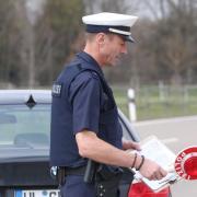 Die Polizei kontrolliert weiterhin regelmäßig, ob die Menschen sich an die geltenden Ausgangsbeschränkungen halten.