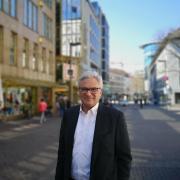 Ulms OB Gunter Czisch besuchte am Mittwochnachmittag das Kaufhaus Müller.