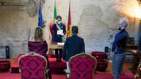 Eine standesamtliche Trauung Mitte April in Rom: Neben dem Brautpaar waren nur die Trauzeugen zugelassen.