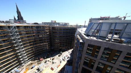 Blick auf den neuen Albert-Einstein-Platz. Wann genau hier die Eröffnung gefeiert wird, steht nach Angaben der Projektentwickler noch nicht fest.