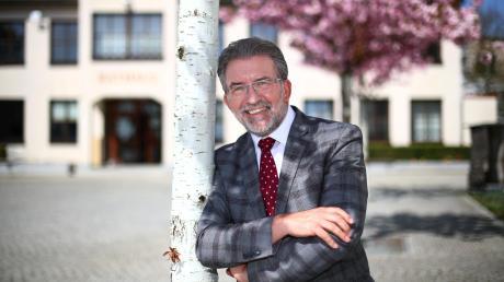 30 Jahre lang war Josef Walz Bürgermeister der Marktgemeinde Pfaffenhofen. Seinem Nachfolger den Platz am Schreibtisch zu überlassen, stimmt ihn wehmütig, aber auch etwas erleichtert. Es sollen nun ruhigere Zeiten für den 65-Jährigen kommen.