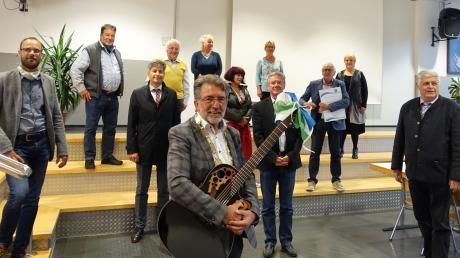 Ein Gruppenfoto mit Mindestabstand: 13 Räte scheiden aus dem Marktgemeinderat, davon waren elf in der vergangenen Sitzung anwesend. Auch Walz und die beiden stellvertretenden Bürgermeister verlassen das Gremium.
