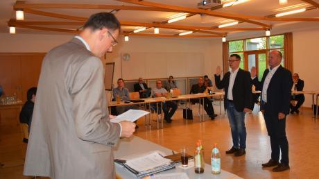 Bürgermeister Mathias Stölzle nahm seinen neu gewählten Stellvertretern Johannes Schmid (rechts) und Joachim Graf den Amtseid ab.