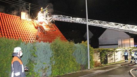 Einen Sachschaden von rund 200000 Euro verursachte dieser Brand in Ingstetten. Das Feuer in einem Gartenschuppen hatte auf ein Wohnhaus übergegriffen.
