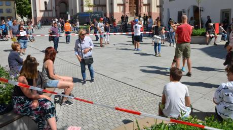 Während es bei anderen Anti-Lockdown-Demonstrationen in Deutschland deutlich enger zuging, wurde bei der Kundgebung in Weißenhorn auf Abstand geachtet.