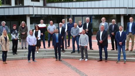 Das sind die Mitglieder des neuen Nersinger Gemeinderats, der nun seine Arbeit aufgenommen hat. Fünf neue Mitglieder sind in der Sitzung am Dienstagabend offiziell vereidigt worden.