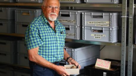 Die Vor- und Frühgeschichte des Landkreises bleibt wohl weiter in Kisten verpackt. Kreisarchäologe Richard Ambs bedauert das sehr.