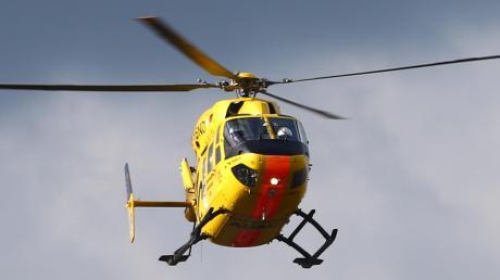 Mit dem Rettungshubschrauber wurden zwei Türkheimer am Samstag nach schweren Unfällen in die Uniklinik Augsburg geflogen.
