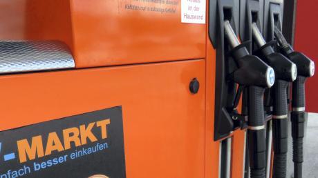 Verunreinigtes E5-Benzin floss vergangenen Montag aus den Zapfsäulen der V-Markt-Tankstelle in Weißenhorn. Ein Kunde hatte die Betreiber auf das Problem aufmerksam gemacht.