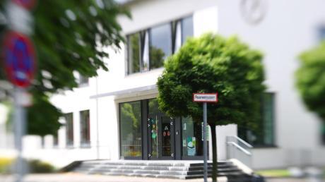 An der Weststadtschule in Neu-Ulm haben sich zwei Schüler aus verschiedenen Klassen mit dem Coronavirus infiziert. Zudem sind drei weitere Kinder im Landkreis betroffen.