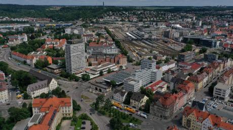 2030 ein grüner Park? Der südliche Abschnitt des künftigen Gartenschau-Geländes reicht vom Blaubeurer Tor bis zur Donau undumfasst unter anderem die Ehinger Anlagen, das Ehinger Tor (Foto).