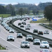 Die Blechlawine auf der A7 rollt und rollt. Bis zur Erweiterung der Autobahn vergehen noch etliche Jahre. Jetzt ist überraschend der Wunsch nach einer weiteren Anschlussstelle bei Witzighausen aufgetaucht.