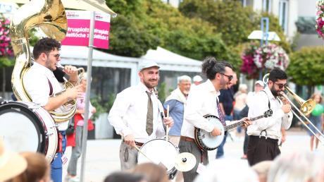 """Ein Bild aus coronafreien Tagen: 2019 fand das Festival """"Kultur auf der Straße"""" statt, im großen Kulturjahr des 150-jährgen Stadtjubiläums."""