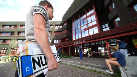 In der KFZ-Zulassungsstelle in Neu-Ulm ist nur noch ein Notbetrieb möglich.