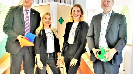 """In der """"Villa Funkelstein"""" (von links): Bürgermeister Joachim Eisenkolb, die Leiterinnen Lilian Durst und Laura Ziehfreund sowie Peter Botzenhard."""