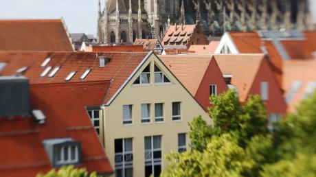 Der neue Immobilienmarktbericht zeigt: Die Preise für Häuser und Eigentumswohnungen in Ulm steigen weiter.