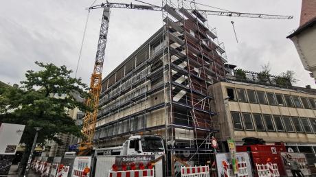Eng geht es zu auf der Baustelle am Münsterplatz. Das Ex-Abt Gebäude, das auch an die Platzgasse sowie die Rebengasse angrenzt, wird nach dem Umbau nicht wiederzuerkennen sein.