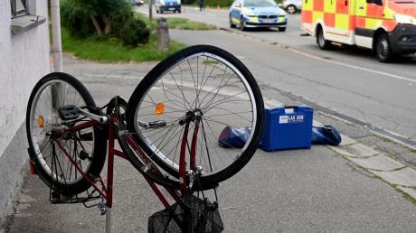 Eine Radlerin stürzt zwischen Wulfertshausen und Friedberg. (Symbolfoto)