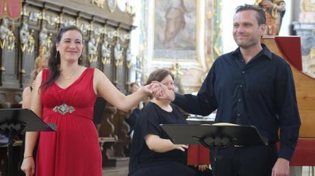 Die Sopranistin Catalina Bertucchi und der Diademus-Intendant Benno Schachtner sind ein Paar und erwarten in Bälde ihr zweites Kind. Das erlaubt in Corona-Zeiten die notwendige Nähe bei den Duetten.